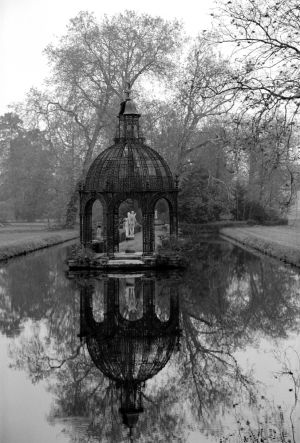 Chateau de Chantilly garden 3.jpg