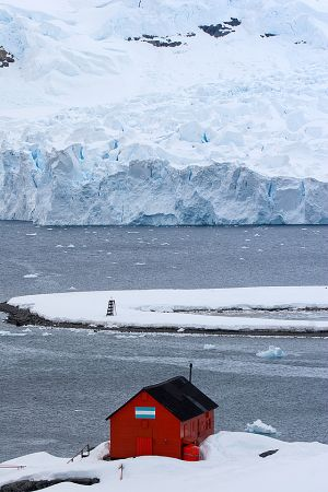 Paradise Bay, Lemaire Channel, Antarctica 415.jpg