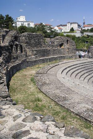 Roman amphlitheatre Lyon 2.jpg